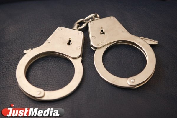 В Екатеринбурге полицейские задержали банду грабителей, нападавших с пистолетом на прохожих. ФОТО