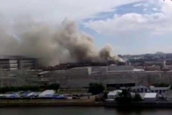 На юге Москвы горит один из корпусов бывшего автозавода ЗИЛ