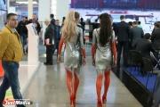 Ласты, кокошники и ростовые куклы. Промоутеры заполонили коридоры ИННОПРОМа и заманивают гостей на свои стенды