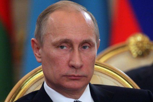 Путин считает, что властям РФ удается удерживать курс рубля в приемлемом коридоре