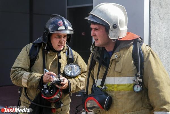 В Екатеринбурге на стройплощадке сгорели две бытовки