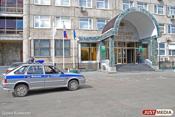 В торговом центре Среднеуральска неизвестные взорвали банкомат Сбербанка