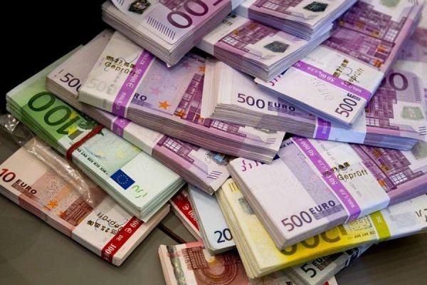 Официальный курс евро снизился ниже до 62,95 рубля