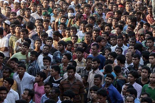 При раздаче бесплатной одежды в городе Мименсингх в Бангладеш погибли 23 бедняка