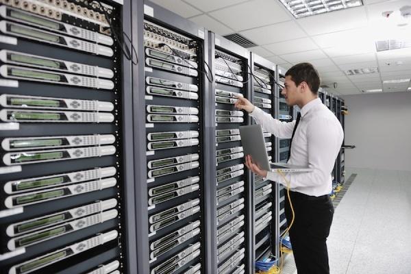 У президента РФ просят перенести вступление в силу закона о хранении данных