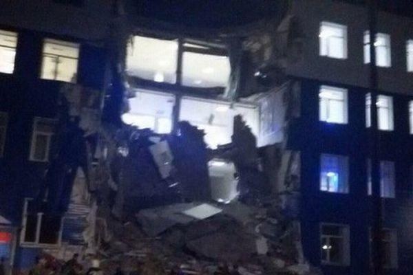 В Минобороны заявили о 23 погибших в результате обрушения здания казармы в Омской области