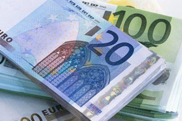 Официальный курс евро вырос до 62,98 рубля