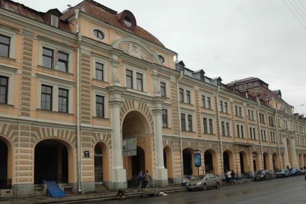 В Петербурге в  Апраксином дворе ОМОН задержал 45 мигрантов