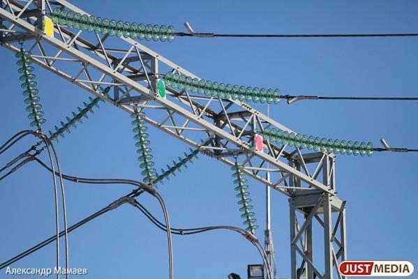 Энергетики устранили последствия грозы и вернули свет в дома свердловчан