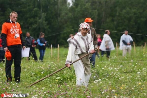 Пятый турнир косарей соберет мастеров косьбы из разных стран в Артях
