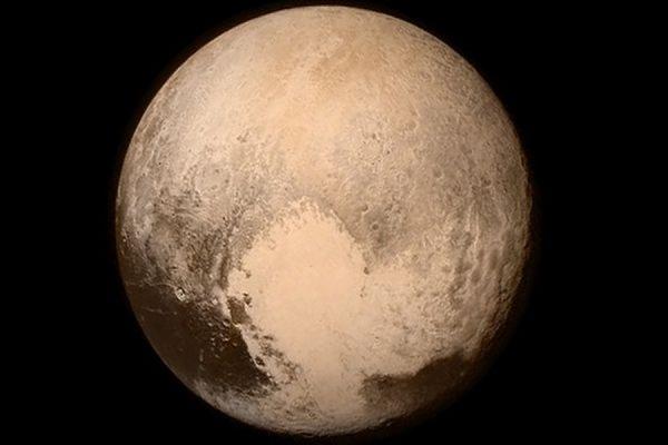 Космический зонд New Horizons передал первый сигнал после сближения с Плутоном