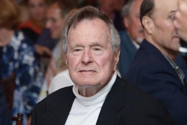 91-летний Джордж Буш-старший упал у себя дома и сломал шейный позвонок