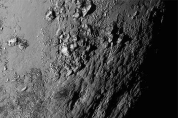 Зонд New Horizons нашел на Плутоне «Мордор»