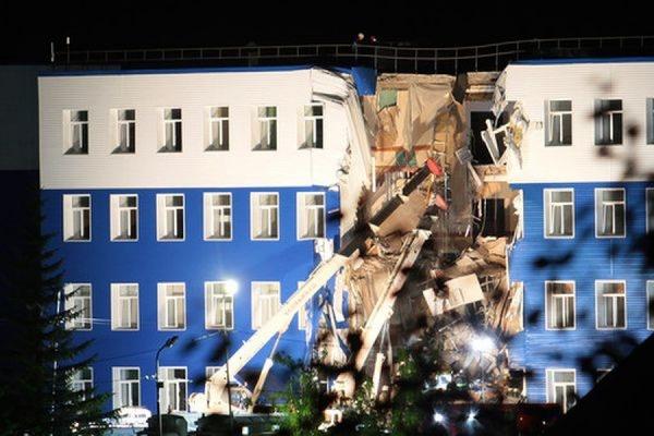 Семьи погибших в результате обрушения казармы в Омской области получат по 400 тыс. рублей