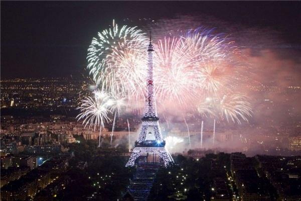 Во Франции во время празднования Дня взятия Бастилии сожгли несколько сотен автомобилей