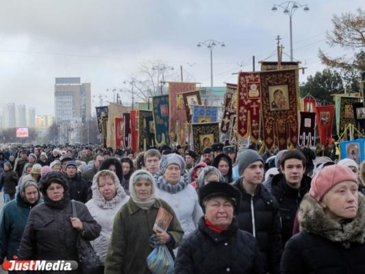 Екатеринбург готовится к Царскому Крестному ходу. Какие дороги перекроют? РАСПИСАНИЕ