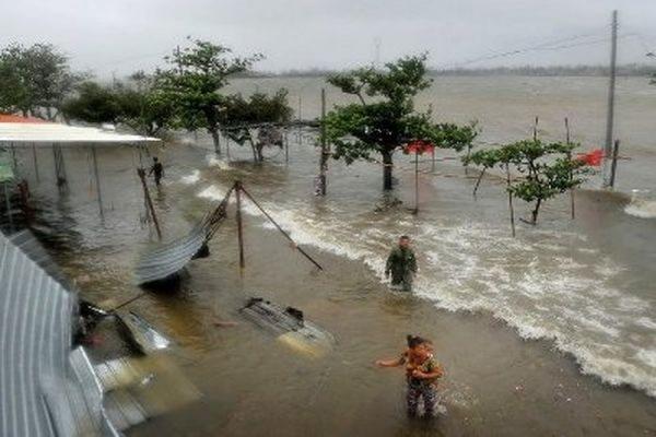 В Японии из-за тайфуна «Нанка» два человека погибли и 35 получили травмы