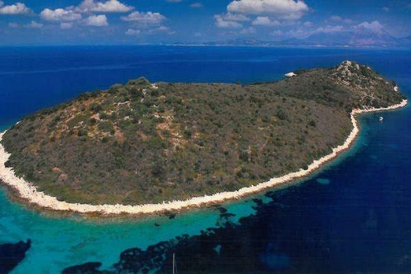 Голливудский актер Джонни Депп купил в Греции остров за 4,2 млн евро