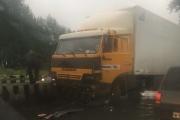 В Екатеринбурге КАМАЗ протаранил несколько легковушек. Виновник ДТП сбежал
