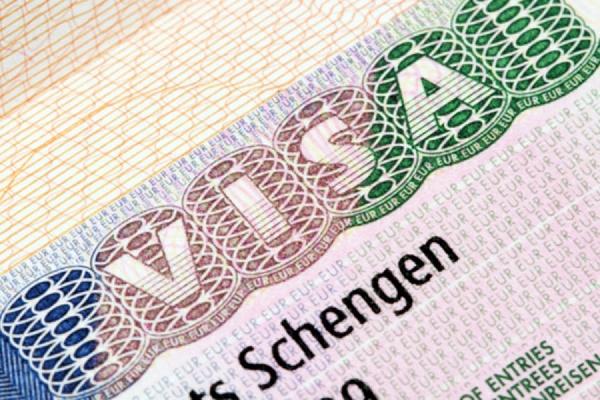 ЕС не станет аннулировать шенгенские визы россиян, посетивших Крым
