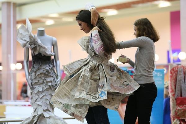 В Екатеринбурге презентовали свадебные платья и шляпы из бумаги
