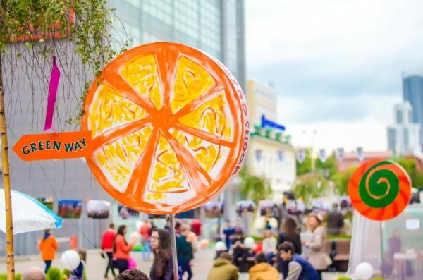 В первый день GreenWay Fest горожане прошлись по аллеи леденцов и попробовали арт-пряники