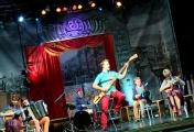 Ансамбль «Изумруд» вместе с хором музкомедии поздравил «Чайф» с юбилеем кавером группы на народных инструментах