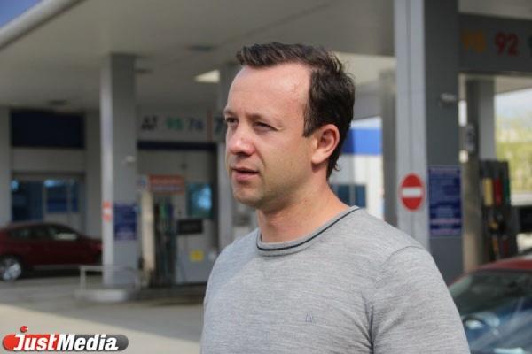 Депутат Коробейников занялся поиском дешевых авиаперелетов в Крым