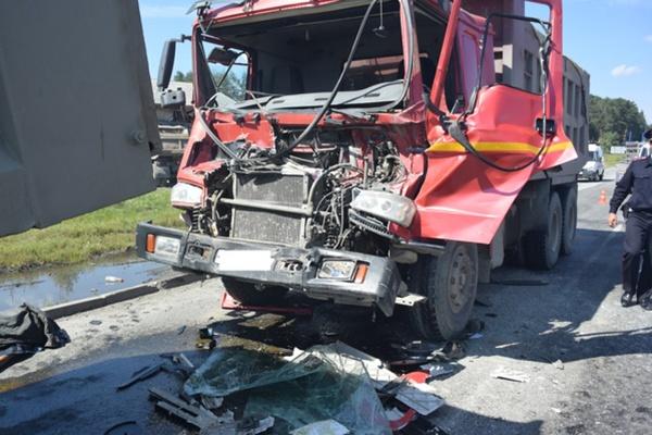 На Московском тракте в столкновении двух грузовиков погиб человек