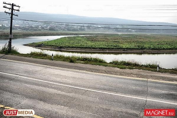 На трассе «Тюмень-Ханты-Мансийск» пробка из нескольких сотен тягачей из-за промыва дороги