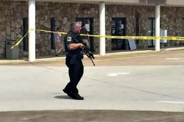 В штате Луизиана в кинотеатре мужчина расстрелял несколько человек и покончил с собой