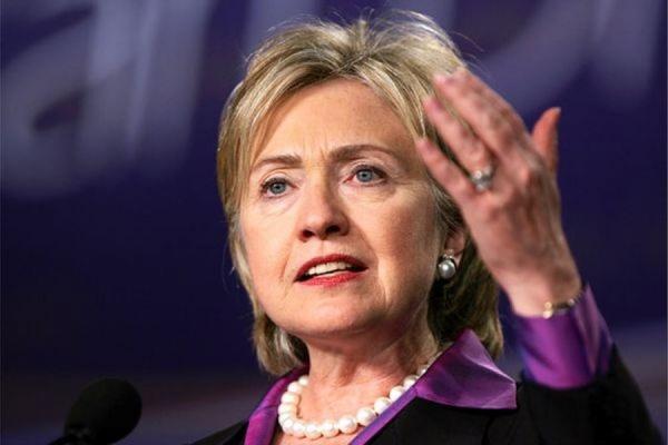 Хиллари Клинтон отвергла обвинения в использовании личной почты для секретной переписки