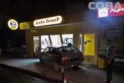 В Екатеринбурге пьяный водитель въехал в павильон быстрого питания