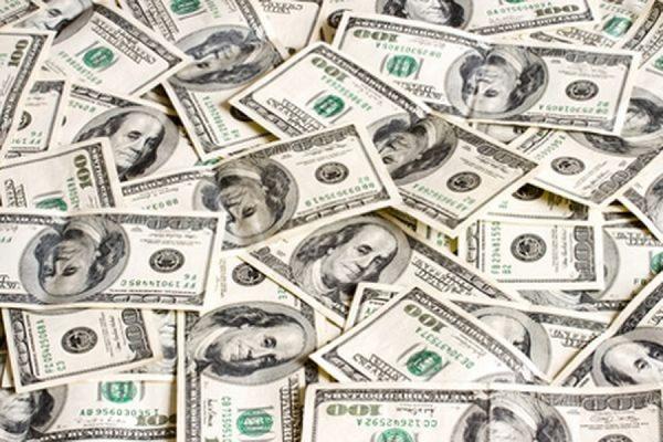 Официальный курс доллара впервые с начала марта превысил отметку в 60 рублей