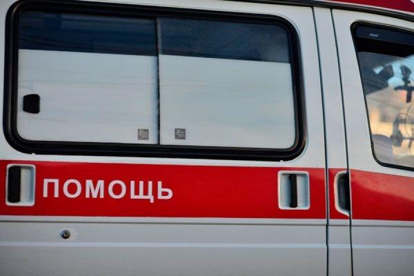 В Петербурге на 22-летнюю беременную женщину упал фрагмент бетонной плиты балкона