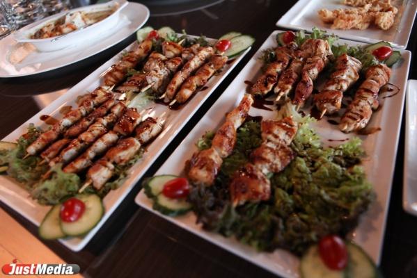Ведущие российские рестораторы научат екакатеринбуржцев готовить и накормят их кулинарными шедеврами
