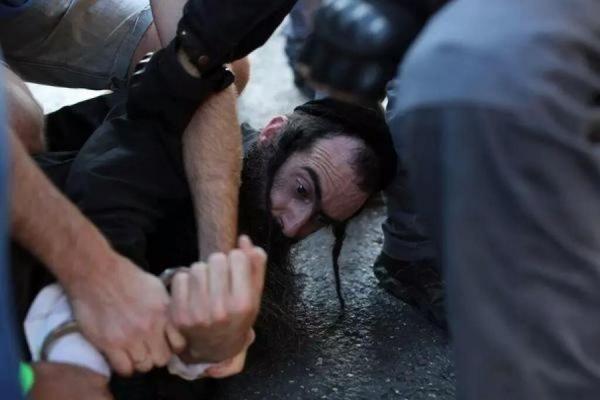 В Иерусалиме ортодоксальный иудей напал с ножом на участников гей-парада