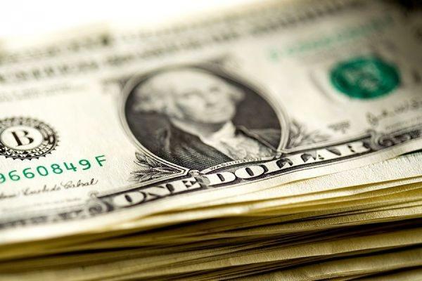Биржевой курс доллара преодолел отметку 62 рубля