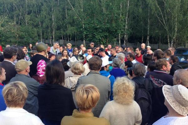 Палатки, покрышки, костры. Жители Екатеринбурга устроили свой майдан