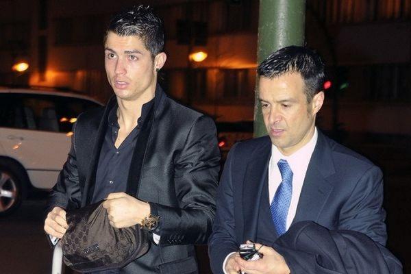 Нападающий мадридского «Реала» Криштиану Роналду подарил своему агенту остров