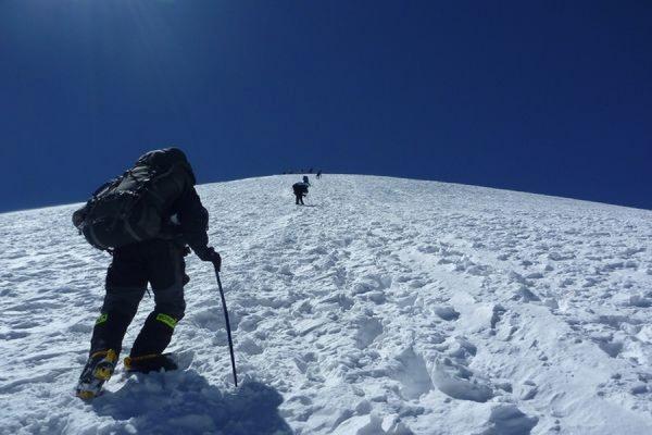 В Киргизии при покорении пика Ленина погибли три альпиниста из России