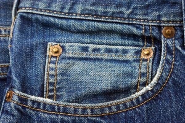 Сотрудники Кольцовской таможни изъяли партию контрабандных джинсов, прибывших из Бишкека