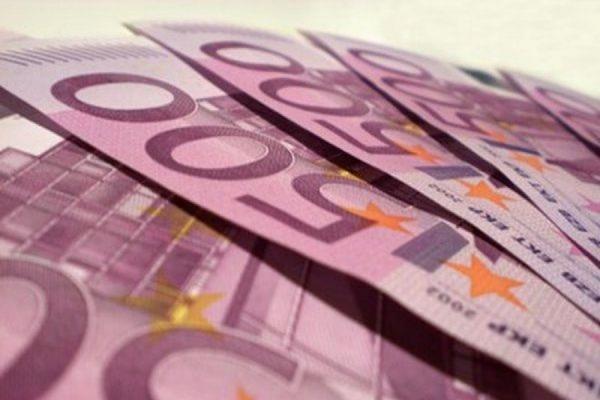 Официальный курс евро на четверг упал на 85 копеек до 68,14 рубля