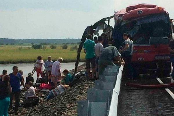 В Хабаровском крае сегодня День траура по погибшим в результате столкновения двух автобусов