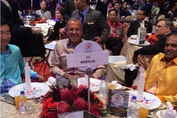 Глава МИД РФ Лавров на гала-ужине АСЕАН сидел за столиком с табличкой «Seroja»