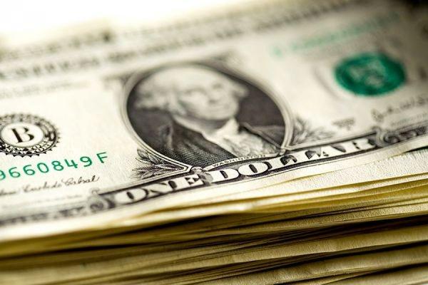 Биржевой курс доллара впервые с 24 февраля превысил 64 рубля
