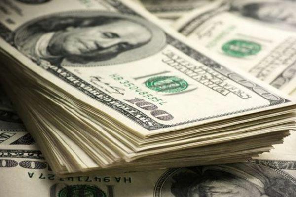 Официальный курс доллара вырос до 63,86 рубля