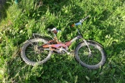 Под Екатеринбургом во дворе жилого дома грузовик сбил дошкольника-велосипедиста