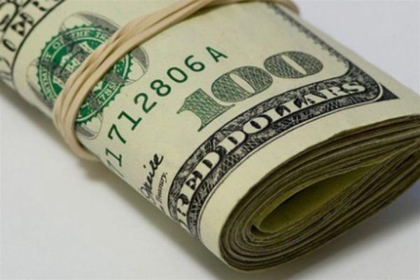 ЦБ РФ понизил на выходные официальный курс доллара и повысил курс евро
