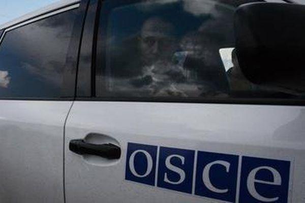 В Донецке в ночь на воскресенье сожгли четыре автомобиля миссии ОБСЕ
